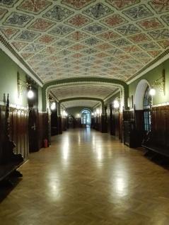 interior del Ayuntamiento de Subotica, obra maestra del Art Nouveau húngaro de principios dels XX