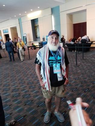 Andrew Esparza es artista y ha venido a la convención demócrata para acompañar a su esposa, delegada de Ohio